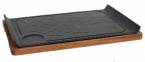 Фото Чугунное блюдо с бороздкой на деревянной основе 34х24 см (чугунная подставка 34х22 см), диаметр соусника 5,5 см (B941042)