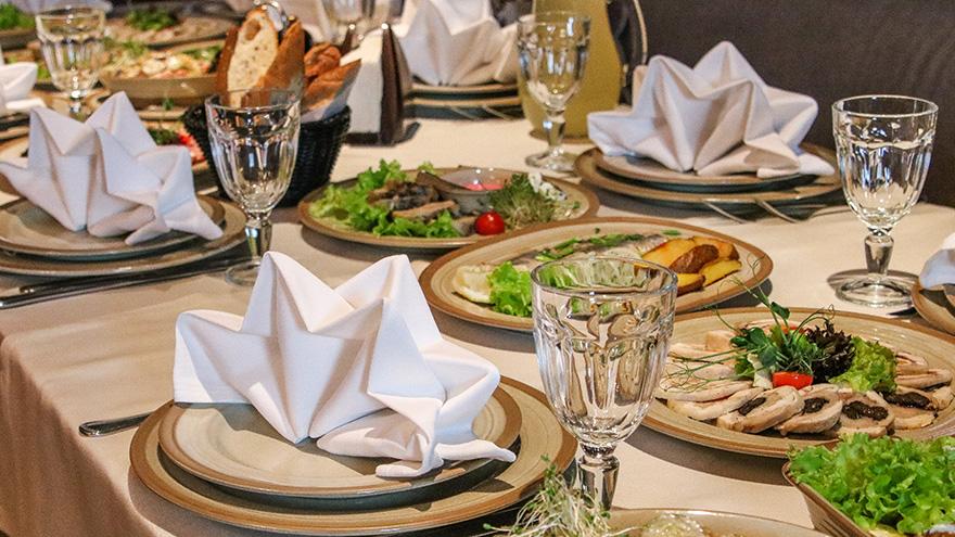 Принимаем предварительные заказы на праздничные блюда!