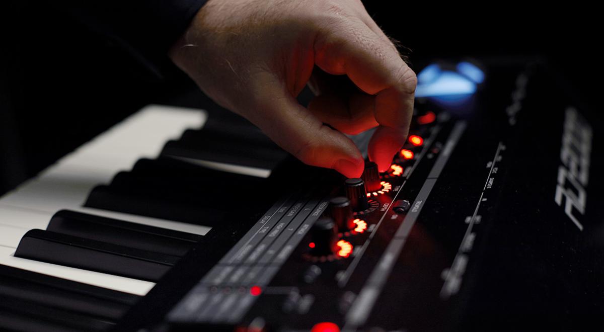 Фото Roland RD-2000 - новое поколение сценического фортепиано