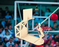 Деревянная сборная модель Баскетболист