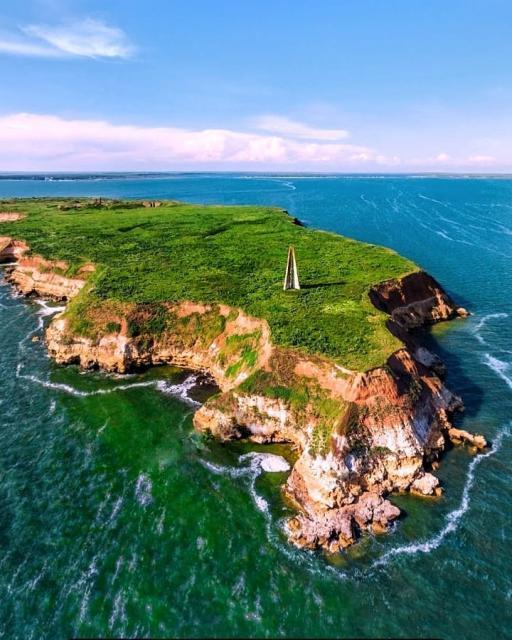Фото Остров Шмидта и рыбная таверна