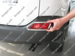 Хром накладки на задние противотуманки Toyota Rav-4 2013-...