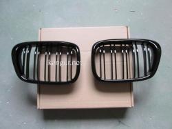Решетка радиатора (ноздри) BMW E39 черная 51137005837, 51137005838