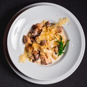 Феттучини с курицей и грибами