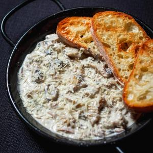 Кокот из рапанов под сыром Пармезан