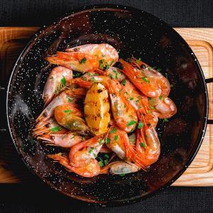 Креветки гренландские жареные в чесночном соусе