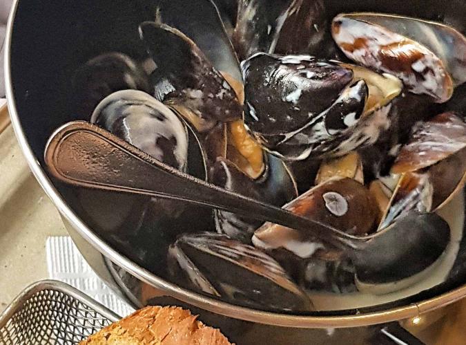 Черноморские мидии, тушеные в сливочном соусе