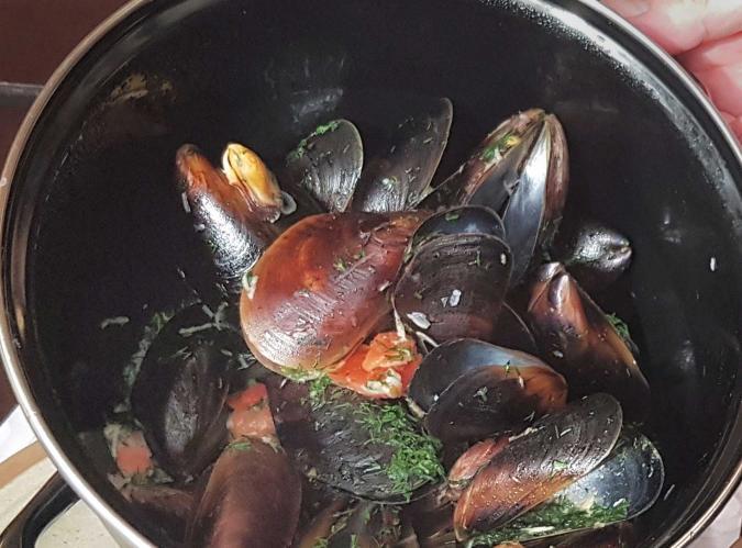 Черноморские мидии в укропно-чесночном соусе