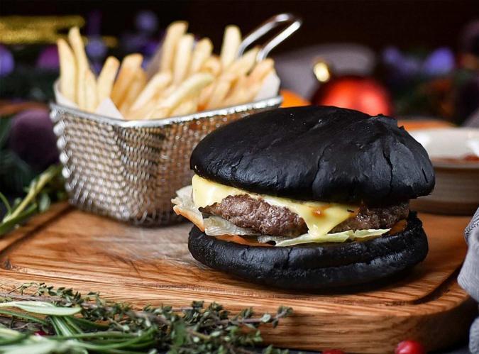 Чёрный бургер с котлетой из говядины